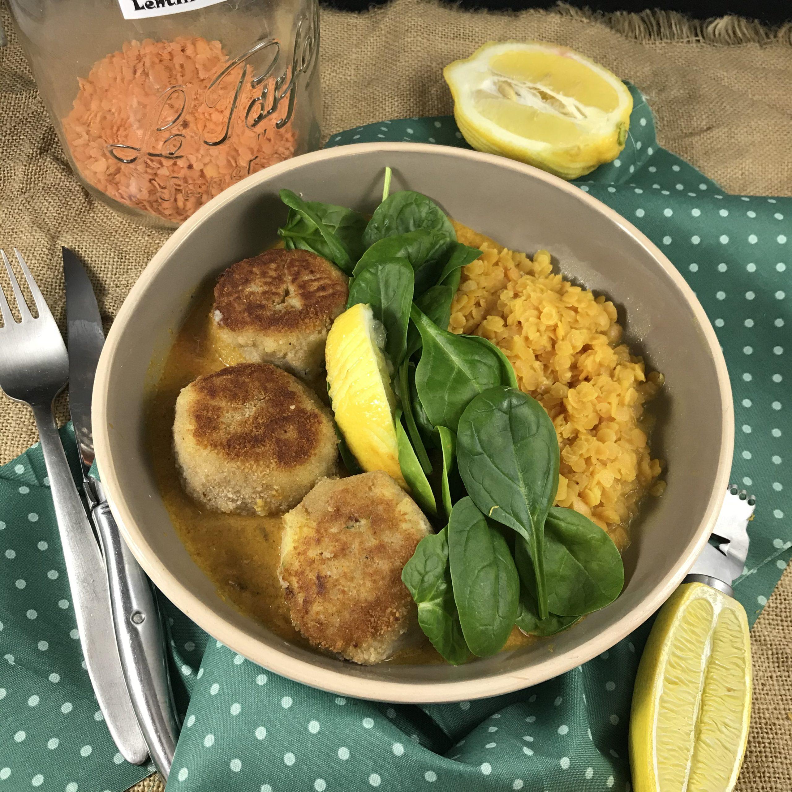 Boulettes de poisson sauce curry coco lentilles et épinards frais